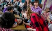 Những hình ảnh ấn tượng Mỹ Tâm trong chuyến thiện nguyện cuối năm