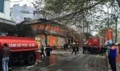 Hà Nội: Bà hỏa ghé thăm, 6 kiốt bị thiêu rụi