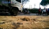 TP HCM: Xe tải bị nổ bồn dầu, hàng chục xe máy té ngã