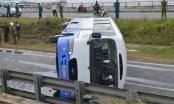 Đà Nẵng: Xe chở công nhân bị lật, 16 người bị thương