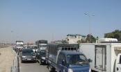 Hà Nội: Chờ tàu, hàng trăm ô tô lâm cảnh ùn tắc nghiêm trọng