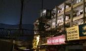 Hà Nội: Cần cẩu đổ trong đêm, hàng chục hộ dân bàng hoàng tỉnh giấc