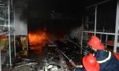 Huế: Cửa hàng dầu tràm bốc cháy dữ dội trong đêm