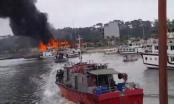 Cận cảnh du thuyền hạng sang bốc cháy ngùn ngụt ở Hạ Long