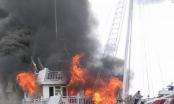 Quảng Ninh: Cháy tàu du lịch ở Hạ Long, hàng chục khách hốt hoảng nhảy xuống biển