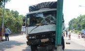 Nghệ An: Xe tải mất lái lao vào trạm thu phí