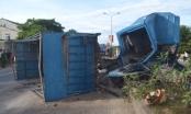 Nghệ An: Xe tải đốn hạ cột đèn cao áp, 4 người trọng thương