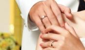 """Sự thật tin đồn nhẫn cưới hại khả năng """"chăn gối"""" của quý ông"""