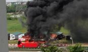 Clip: Xe khách bốc cháy ngùn ngụt trên đường cao tốc Pháp Vân - Cầu Giẽ