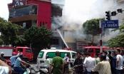 Hà Nội: Cháy lớn cạnh nhà hàng KFC trên đường Lê Duẩn
