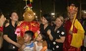 Xuất hiện thầy trò Đường Tăng tặng quà Trung Thu trên đường phố Hà Nội