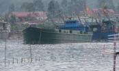 Bắt một tàu lạ đang đổ trộm hàng trăm tấn chất thải xuống biển Nghệ An
