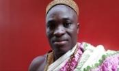 Vua châu Phi quay lại Canada làm việc để gửi tiền về nuôi dân