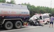 Xe cấp cứu đâm xe bồn trên cao tốc, 4 người thương vong
