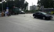 Hà Nội: Dừng đèn đỏ, 2 thanh niên bị xe ô tô kéo vào gầm