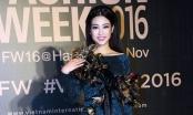 Hoa hậu Mỹ Linh quàng khăn lông gà lên thảm đỏ