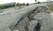 Cận cảnh bờ kè Hồ Đá làng đại học Thủ Đức sạt lở nghiêm trọng