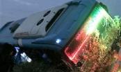 Xe khách và xe Container va chạm  trên cao tốc, hành khách la hét, hoảng loạn