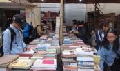 Tới Hội chợ sách cũ Hà Nội tại Văn Miếu - Quốc Tử Giám 'săn' sách độc, lạ