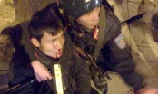 Hà Nội: Vi phạm giao thông, nam thanh niên tông CSCĐ bất tỉnh