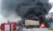 (Clip) Ôtô khách và xe container cháy ngùn ngụt sau va chạm ở Thanh Hóa