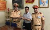CSGT Đội 1 trả lại chiếc ví có hơn 1.000 USD cho người bị mất