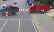 Clip: Xe máy va chạm trực diện với bình xăng xe tải gây cháy kinh hoàng