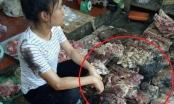 Clip - Phẫn nộ chị bán thịt lợn bị hắt dầu nhớt vào phản thịt khi đang bán