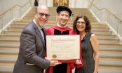 Thế giới xôn xao khoảnh khắc ông chủ Facebook nhận bằng tốt nghiệp Harvard