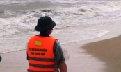 Thừa Thiên Huế: Sóng biển đánh chìm tàu cá khi đang vào bờ