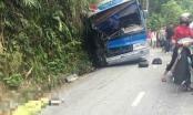 Xe chở hơn 30 học sinh đâm vào vách núi, 6 người thương vong