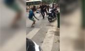 Kinh hãi với 2 nhóm thanh niên hỗn chiến trên phố Hà Nội