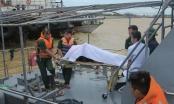Chìm tàu than trên biển Nghệ An: Đưa thi thể một nạn nhân vào bờ