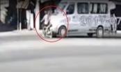 [Clip]: Nam thanh niên sang đường ẩu bị ô tô đâm trực diện