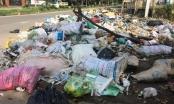 Phú Thọ: Dân kêu trời vì quốc lộ 2 ngập rác thải hôi thối