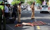Đà Nẵng: Đâm phải xe ô tô, chồng bàng hoàng khi thấy vợ tử vong