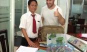 TP HCM: Tài xế Vinasun trả lại tài sản cho khách nước ngoài để thất lạc đồ trên xe taxi