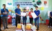 Quảng Ngãi: Tặng sách vở, đồ dùng cho học sinh nghèo vùng núi Tây Trà