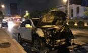 Hà Nội: Ôtô, xe máy tông nhau bốc cháy ngùn ngụt