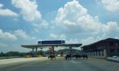 Ô tô tá hỏa khi đụng gia súc thong dong đi trên đường cao tốc