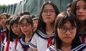 Chùm ảnh: Học sinh trường Lương Thế Vinh nghẹn ngào tiễn đưa thầy Văn Như Cương