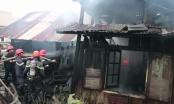 Lâm Đồng: Ngọn lửa bao trùm một căn nhà, hàng chục Cảnh sát PCCC gồng mình dập lửa