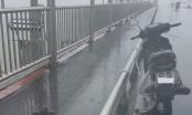 Đà Nẵng: Bỏ lại xe máy, người đàn ông nhảy cầu tự vẫn giữa mưa bão