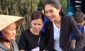 Hoa hậu Tường Linh giản dị về Phú Yên cứu trợ bà con bị bão lũ