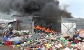 Bình Dương: Cháy lớn tại vựa ve chai, thiệt hại hàng trăm triệu đồng