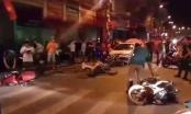 Hải Phòng: Dừng đèn đỏ, hàng loạt xe máy bị ô tô điên đốn đổ