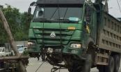 Hưng Yên: Đi ngược chiều, 1 người đàn ông bị xe tải kéo lê trên đường