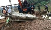Hà Nội: Trục vớt tên lửa nặng 600kg còn nguyên ngòi nổ