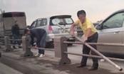 Hà Nội: Tránh ùn tắc, tài xế ôtô tự ý tháo dải phân cách trên cầu Thanh Trì