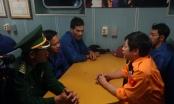 Cứu nạn 13 ngư dân cùng tàu chết máy cách đất liền 100 km